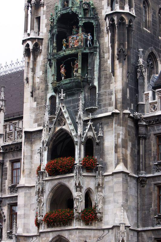 Glockenspiel in Marienplatz - Munich