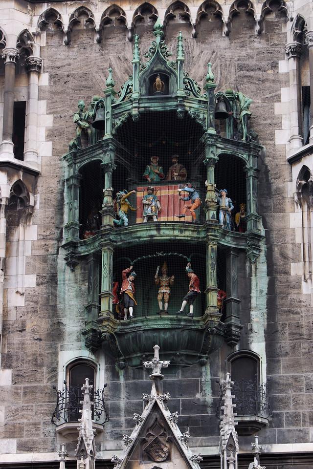 The Glockenspiel plays.