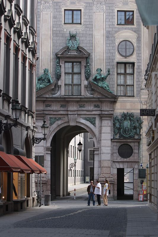 Nestled between two buildings - Munich