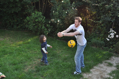 Magnus and Thomas are playing soccer/basketball