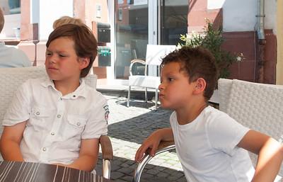 Lukas und Magnus im Eis Cafe
