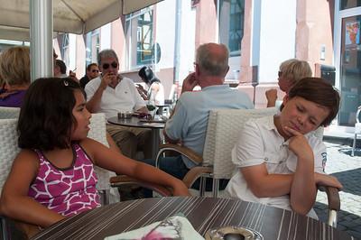 Amelie und Lukas im Eis Cafe