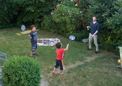 Thomas, Lukas, und Magnus spielen Federball