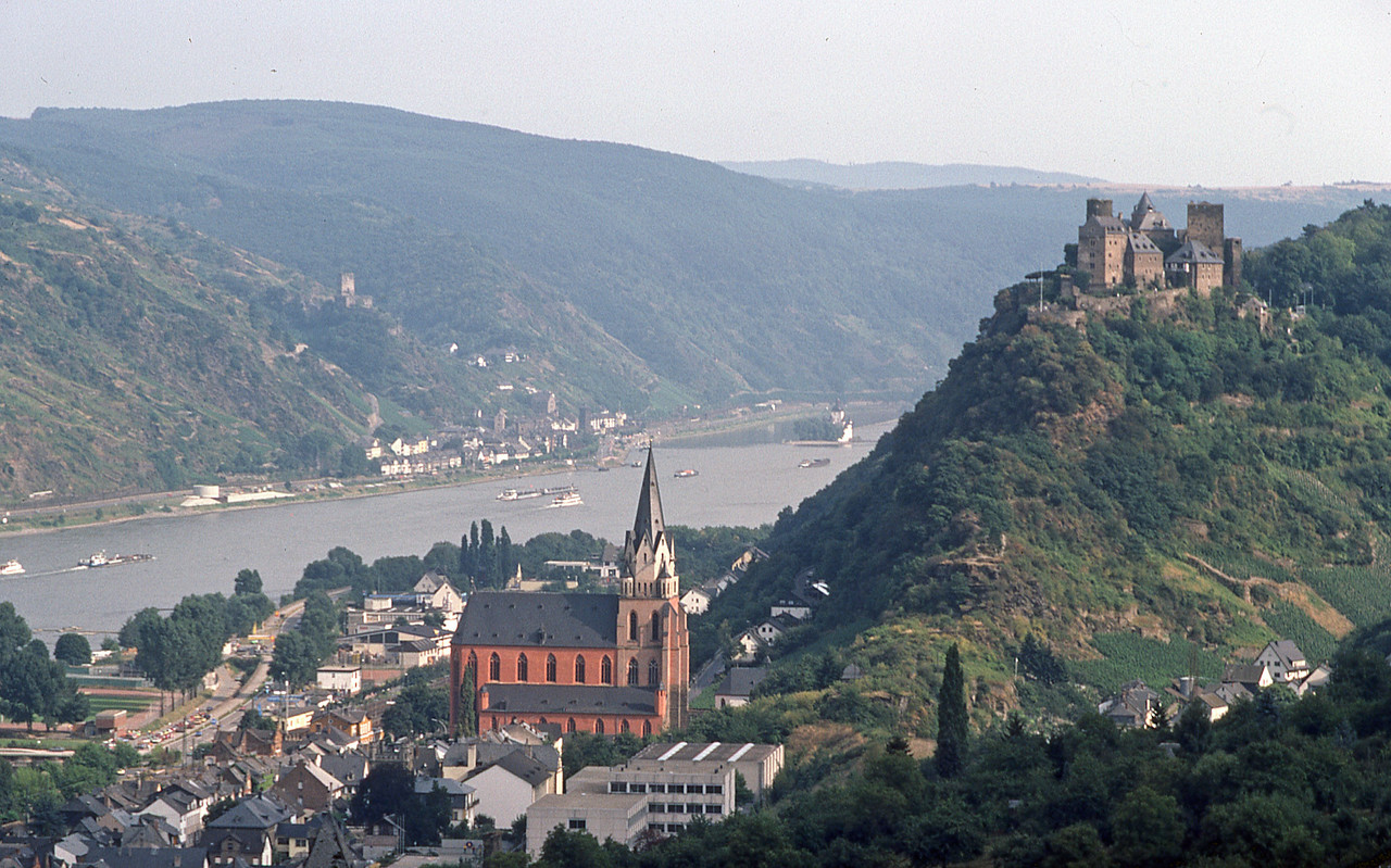 Schönburg castle over the town of Oberwesel as taken in 1983!  Note the little castle of Pfaltzgrafenstein in the middle of the Rhine which we visited the following day (see later pictures).