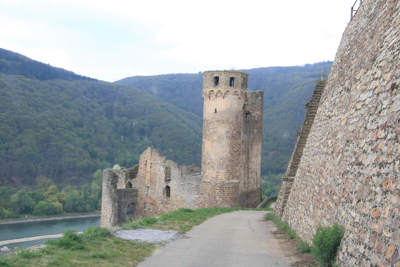 Burg Ehrenfels....hoping for a place to turn around there!