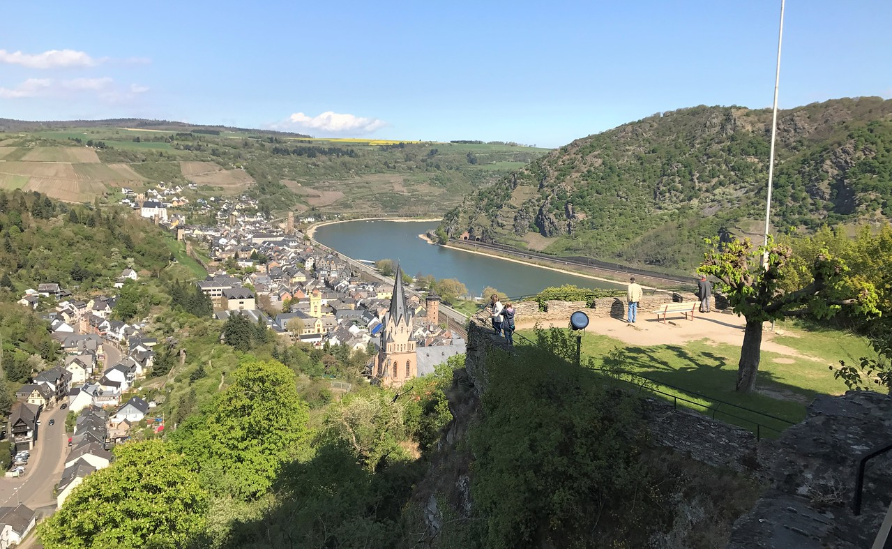 Oberwesel and the Rhine below.  We are heading to the viewpoint on the right.