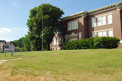 1032 Wisner Elementary School Pontiac MI up for sale