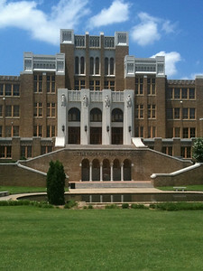 010 The actual Central High in Little Rock