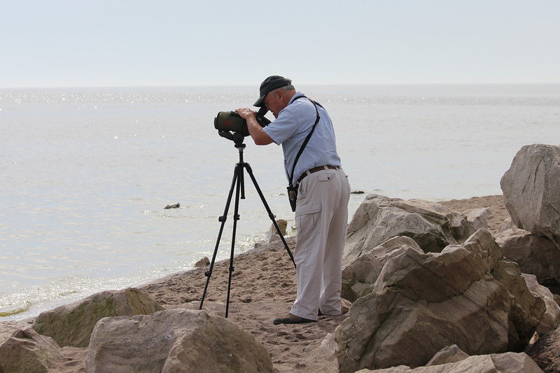 October 10, 2011 (Point Pelee National Park [Point Pelee Tip] / Essex County, Ontario) - David scoping for a Great Black-backed Gull