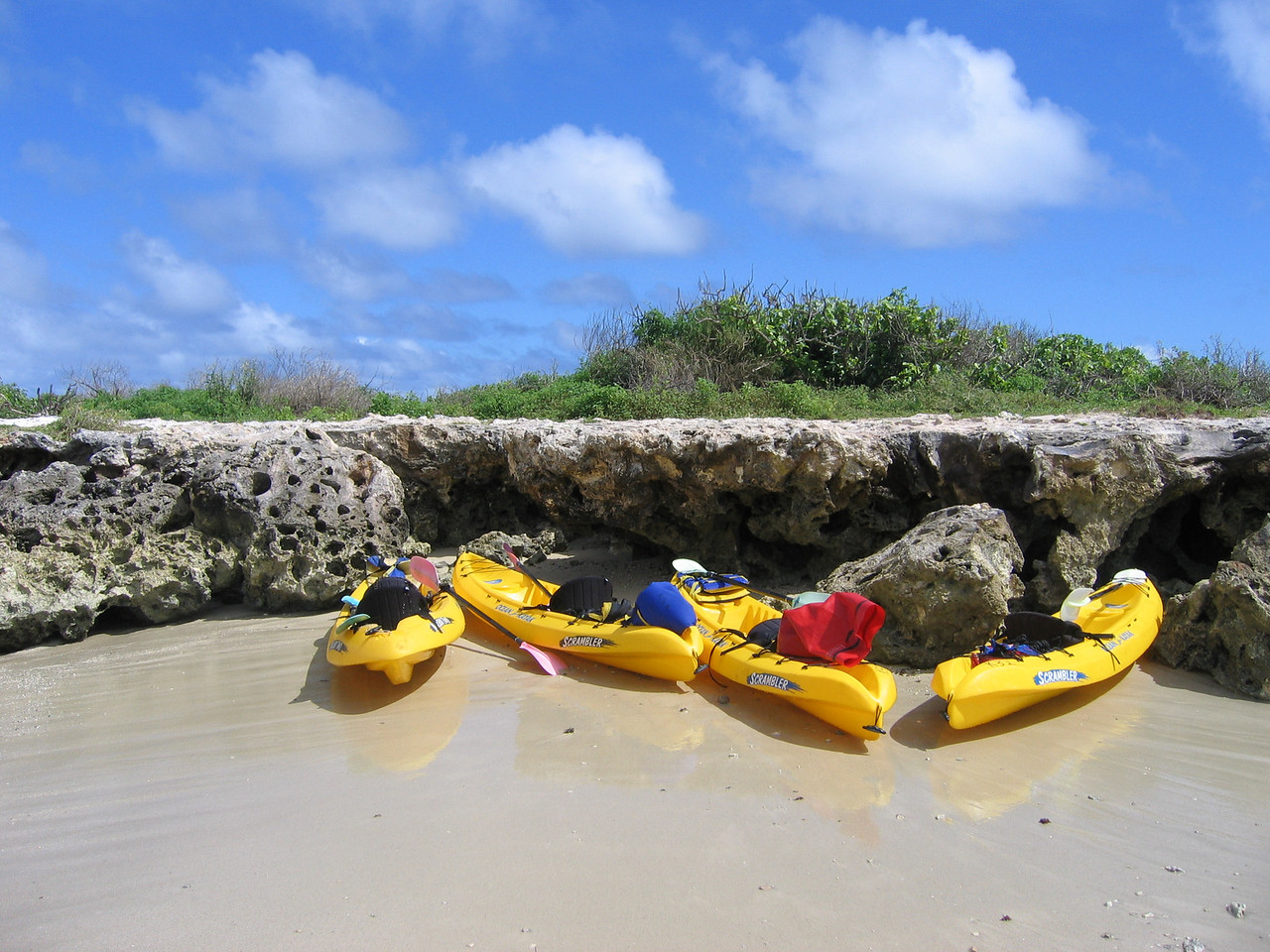Kayaks at Popoi'a (flat) Island