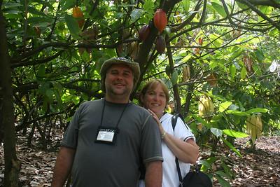 8-16-06 Kona - Glen & Mary Beth by the cocoa tree