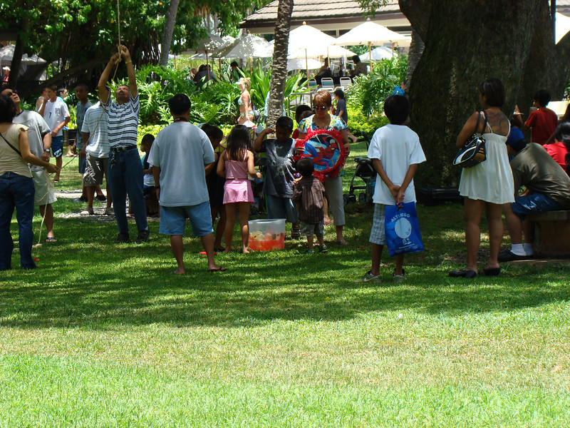 This was a party someone was having at a park on WiKi Beach. Notice the Pinita.