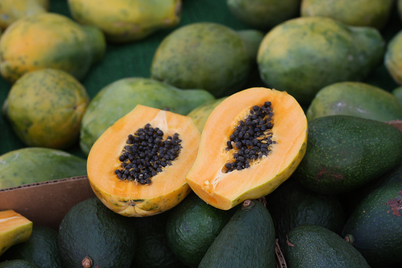 We began our first of day, of 2 days, in Honolulu by going to the Farmer's Market, which was close to our hotel.  We saw lots of interesting fruits, including tree ripened papayas that we never can get back home.