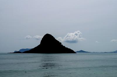 """October 12, 2013 -- (Mokoli'i from Kualoa Regional Park, Waikane, Honolulu County, Hawaii) -- Mokoli'i also called """"Chinaman's Hat"""""""