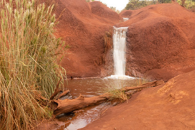 Little waterfall alongside Waimea Canyon Drive