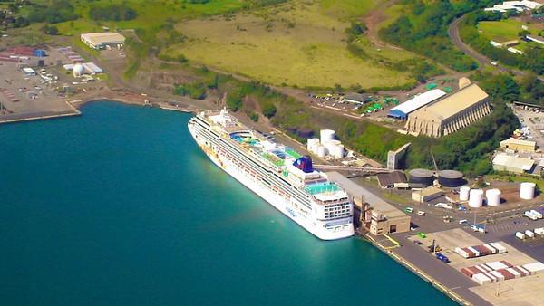 VIDEO:   Kauai, Hawaii  Medium size screen:  http://ray-penny.smugmug.com/Vacation/Hawaii-January-2007/Kauai-Feb-3-2007/3983175_9Xsj3j#!i=2330008879&k=pZBz4th&lb=1&s=L