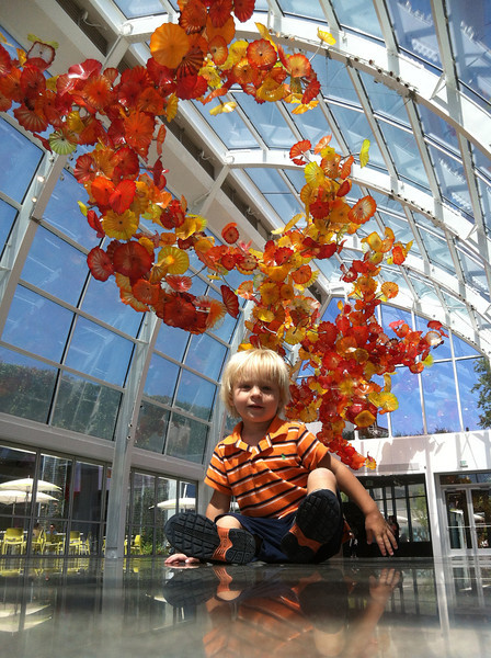 Anders at the Chihuly Garden exhibit/museum in Seattle!