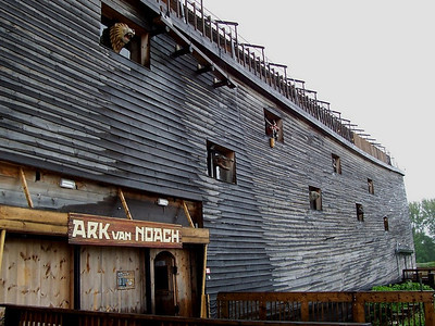 A life-size wooden copy of Noah's ark in Dordrecht.