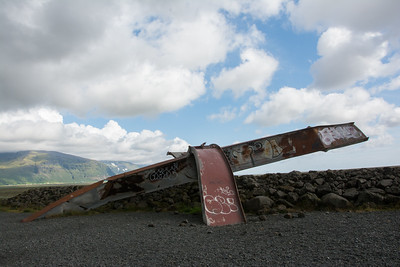 Overblijfsel van brug vernield door vloedgolf van eruptie van 1996.