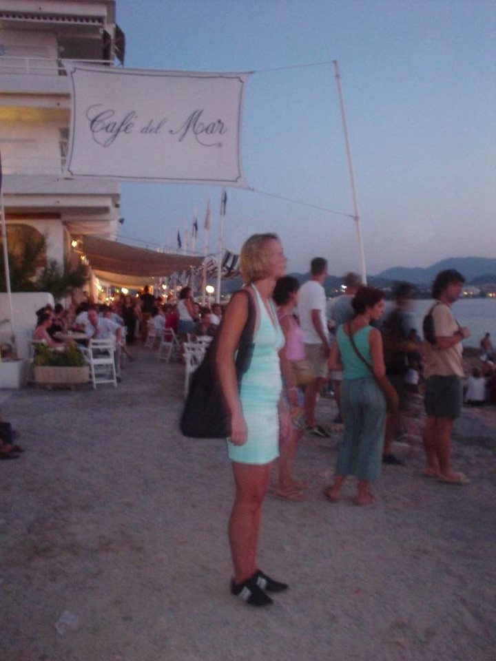 Café del Mar... aaah, that is the life! Glad I didnt't go there earlier because I could live there...