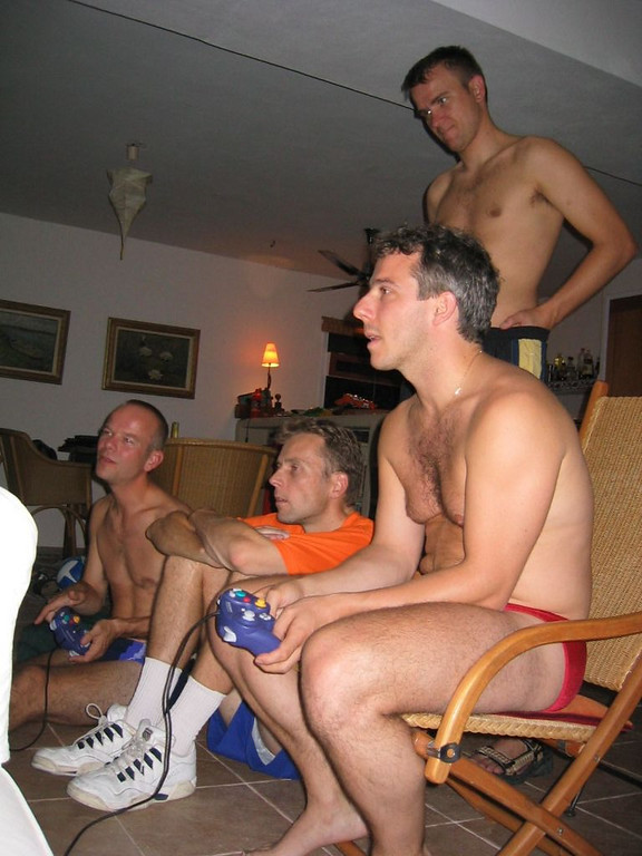 The boys, playing with Martin's GameCube!
