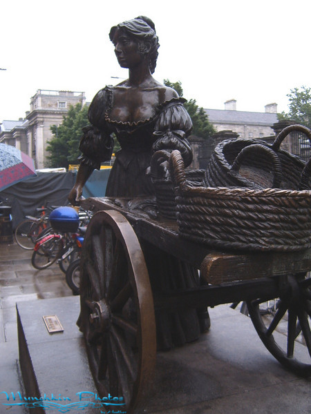 Statue of Molly Malone (She has a song)