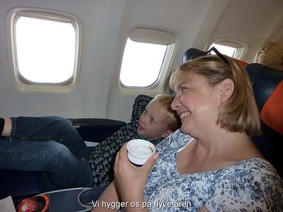 Vi hygger os på flyveturen