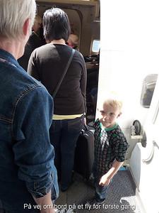 På vej om bord på et fly for første gang