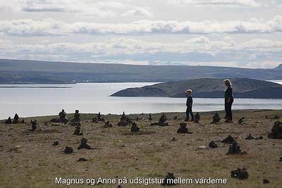 Magnus og Anne på udsigtstur mellem varderne