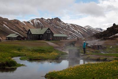 Départ du Trek à Landmannalaugar. On voit les sources d'eau chaude s'évaporer.