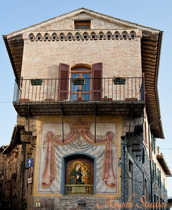 General buildings in Assisi also have paintings.  The St Mary here is pointing the direction to our hotel in Assisi :)