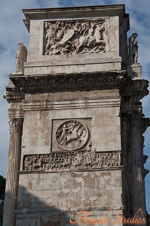 Side profile of Arch of Constantine.