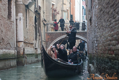 You can see our friends from the tour in the other gondolas.