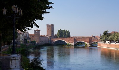 Un weekend a Verona - Castelvecchio Castle and Bridge from riverside