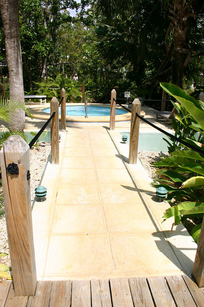 There are hot tubs on either end of the main swimming pool, as well as one on the nude beach.  Here is the garden hot tub, which is quite secluded and private... We never saw anyone in it.