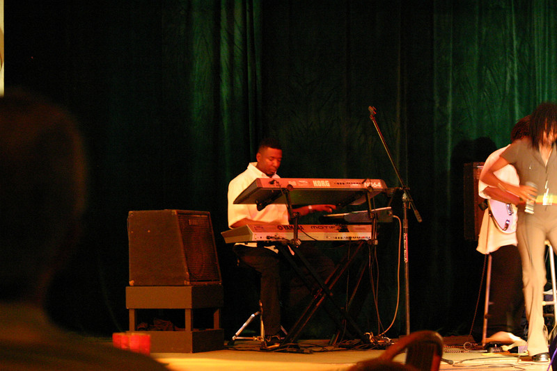 Pon Keys... the house band's Keyboard Player... he was AWESOME... so calm and cool behind the keys, and working three boards, too!