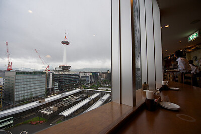 uitzicht vanuit Kyoto station 5e verdieping.