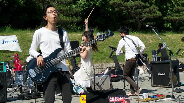 Japans pop bandje, Osaka castle park