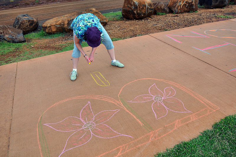 Wendy chalks-in a birthday wish to Liz.