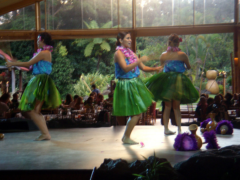 Luau Kalamaku, pre-show entertainment.