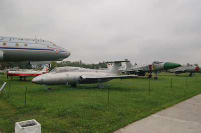 From here on you'll see pictures of airplanes at the aviation museum.  If you're not a Russian aircraft buff, stop here.  If so, click on.  I've saved the best few pics for the last page or so :)