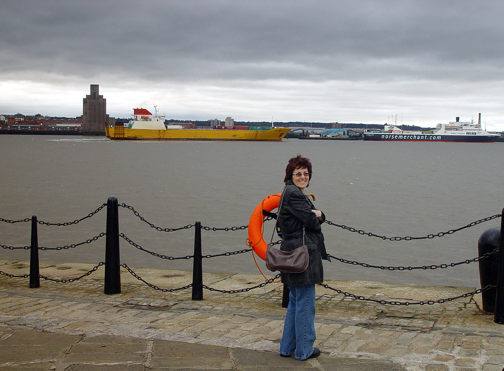 A chilly morning beside the Mersey.
