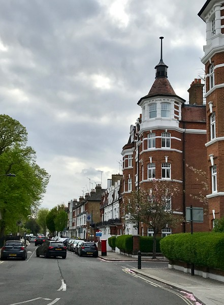 Pretty typical street in Fulham...the little row houses capped on the end of the block by a larger house.
