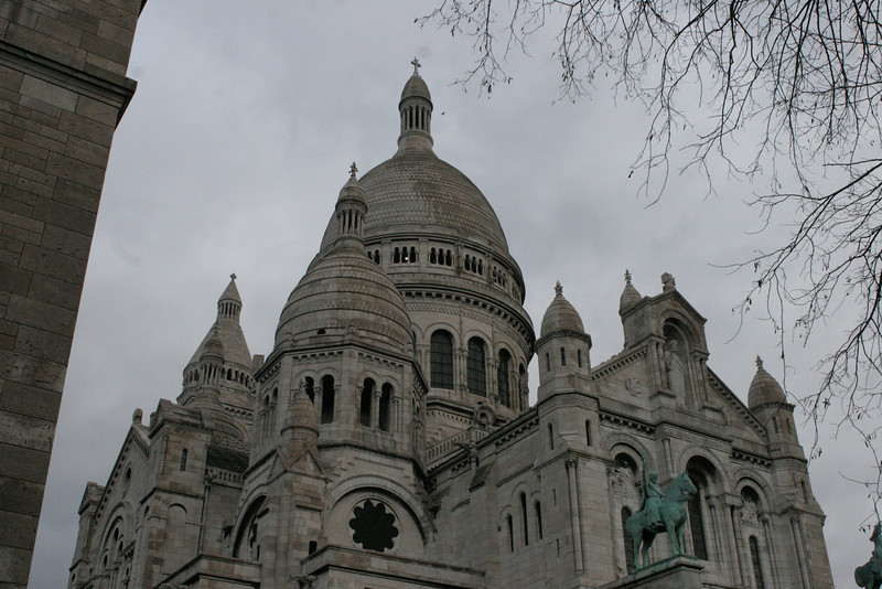 The Basilique Sacré-Cœur (Basilica of the Sacred Heart) is a Roman Catholic church and familiar landmark on Montmarte, Paris.