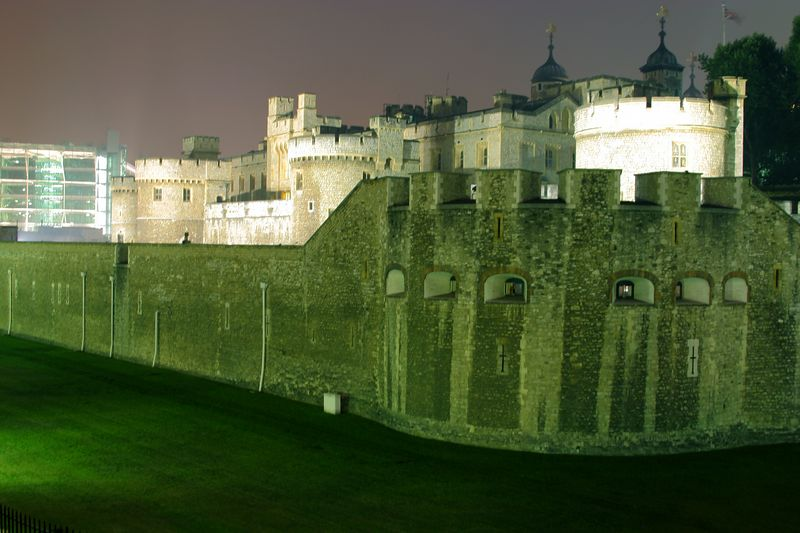 Another shot of the tower of London at Night.