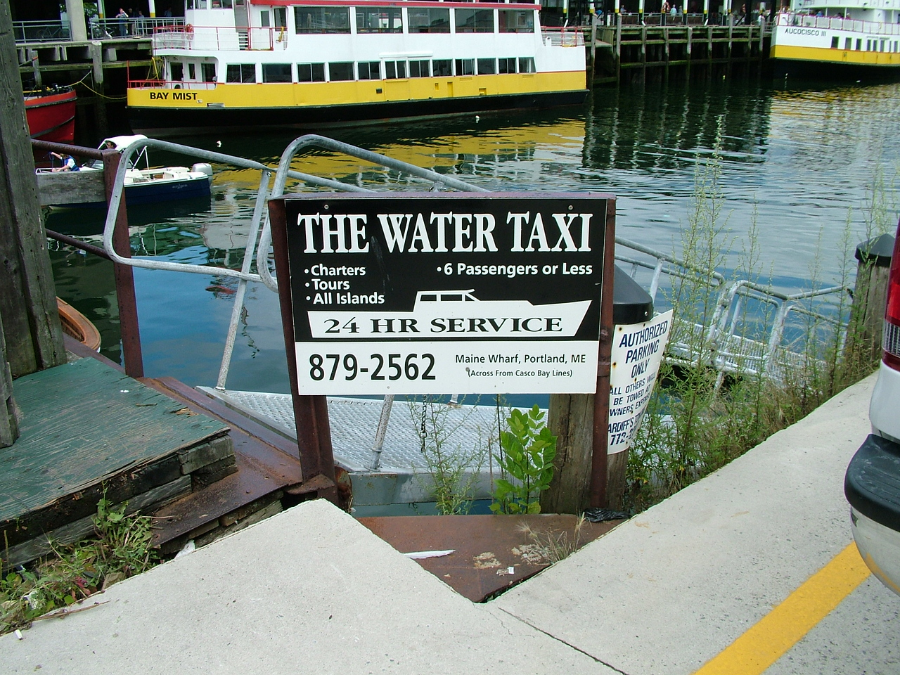 Portland - Walking around - Water taxi, something very weird to me!