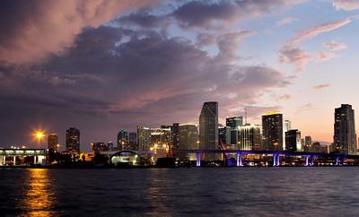 One more sunset skyline photo.
