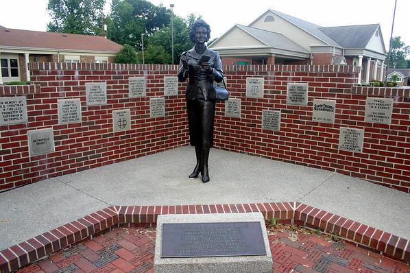 Lois Lane Bronze statue in Metropolis, IL ( 2012 )