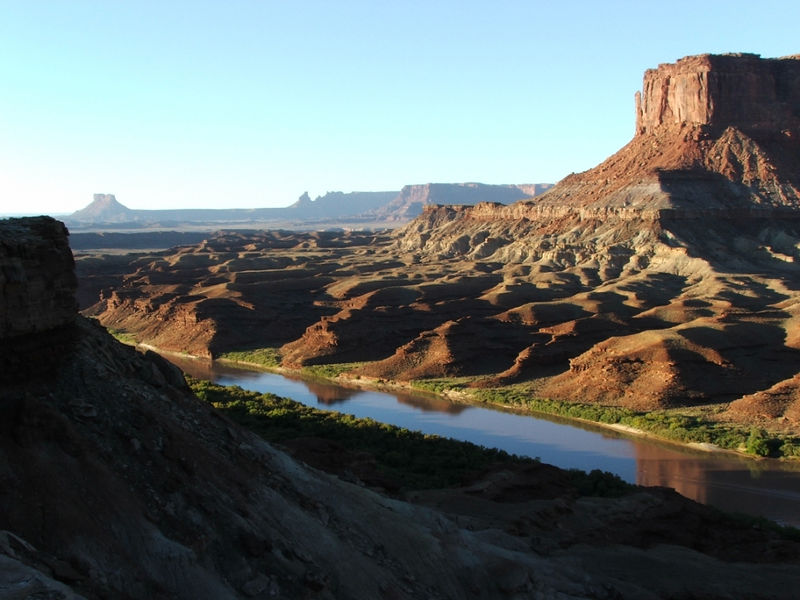 White Rim Trail, Canyonlands NP, Island in the Sky District. Sunrise over the Green River.
