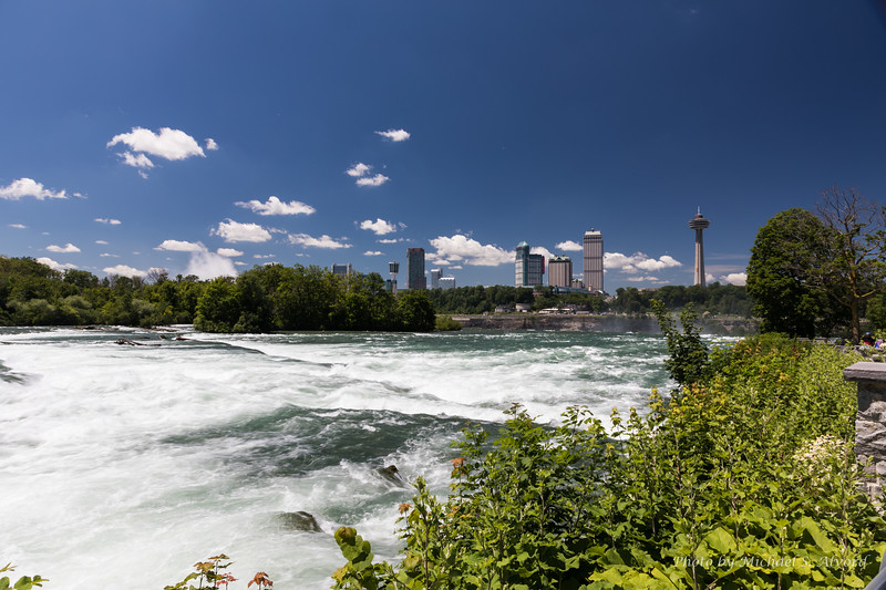 This is looking over the falls at the Canadian side. You can see a little mist from the Canadian falls to the left.